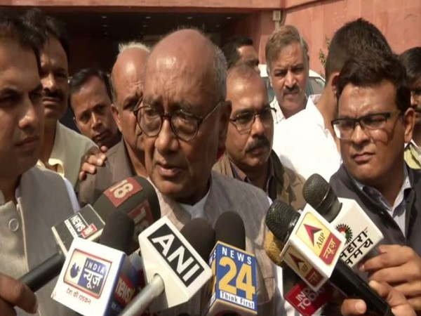 Congress MP candidate and former CM Digvijay Singh performs yagna in Bhopal on Tuesday. Photo/ANI