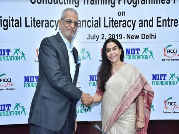 Vijay K. Thadani, Co-founder and Managing Director, NIIT, Harjinder Kaur Talwar, National President FLO
