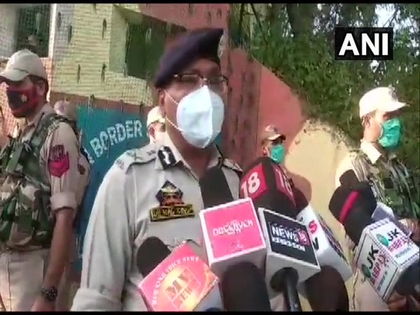 Jammu and Kashmir Director General of Police Dilbag Singh speaking to reporters on Sunday. Photo/ANI