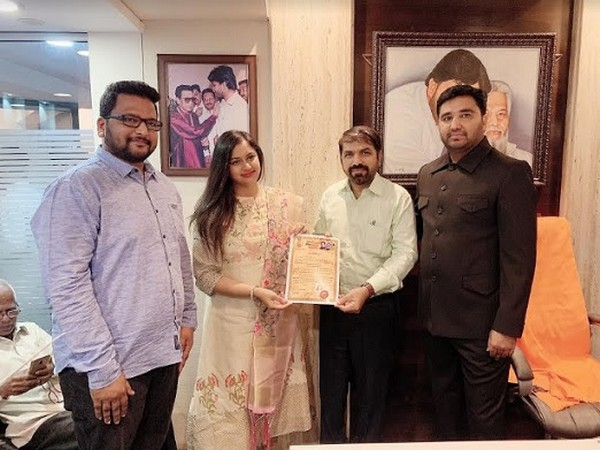 From right Haji Arafat Shaikh with sharif Deshmukh welcomes Dimple Dugar as VP of transport union along with Vijay Kadechkarr