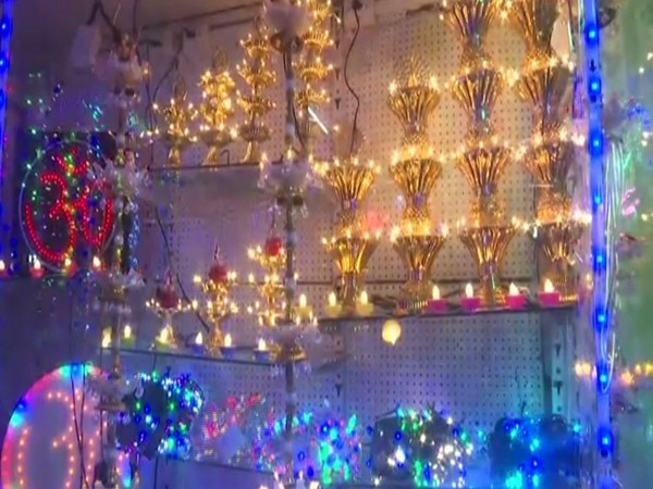Markets decked up for Dhanteras, people opting for made-in-India over Chinese