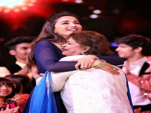 Actor Madhuri Dixt with late choreographer Saroj Khan (Image source: Instagram)