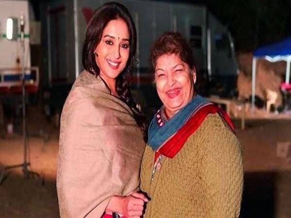 Actor Madhuri Dixt with late choreographer Saroj Khan.