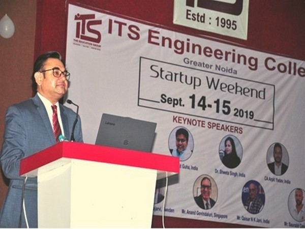 Dr Vikas Singh, Executive Director, ITS - The Education Group, motivating the student to submit their innovative business ideas
