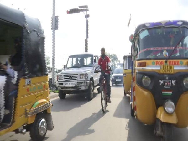 r Mohammed Aqeel Ahmed delivering food on his bycyle (Photo/ANI)