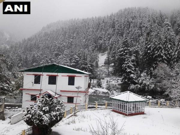 Fresh snowfall in Harsil valley, Uttarkashi. [Photo/ANI]