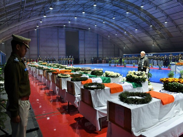 Prime Minister Narendra Modi paying tribute to the mortal remains of the CRPF jawans (Picture tweeted by PM Modi on Feb 15, 2019)