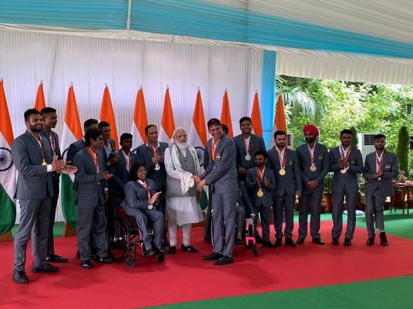 Prime Minister Narendra Modi meets Tokyo Paralympics contingent (Photo/ Prime Minister's Office)