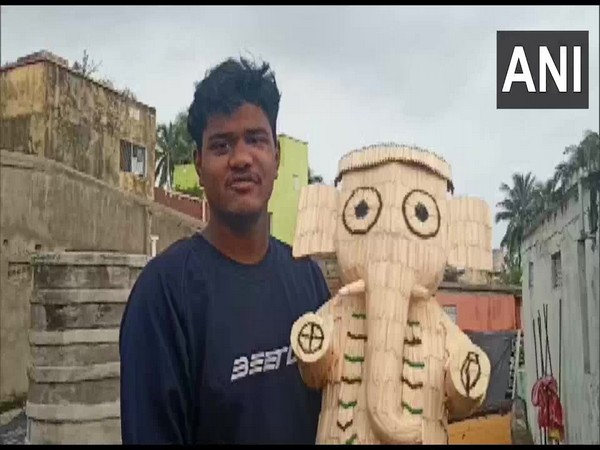 Puri-based artist Saswat Sahoo who crafted the idol. (Photo/ANI)