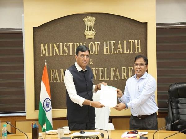 Union Health Minister Mansukh Mandaviya with Dr Arvind Kumar.