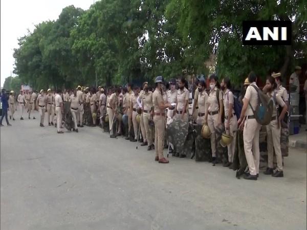 Security beefed up in new Anaj Mandi area in Karnal ahead of Kisan Mahapanchayat on Tuesday. [Photo/ANI]