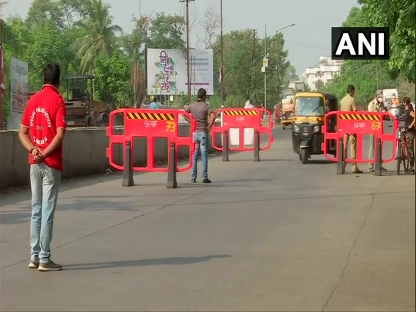 Pune Police checking vehicles amid weekend lockdown.