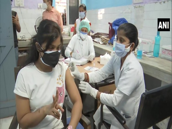Vaccination drive for people aged 18-44 years underway at New Gardiner Road Hospital in Patna on Sunday. [Photo/ANI]