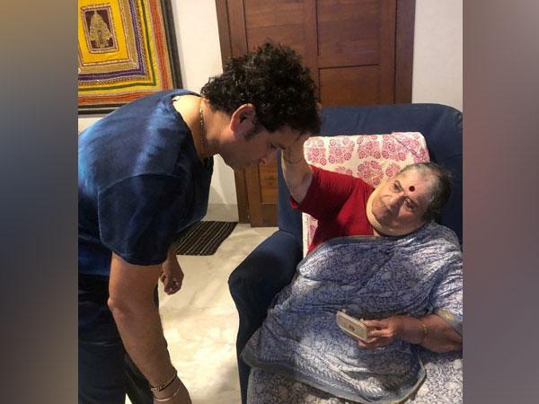 Former Indian cricketer Sachin Tendulkar with his mother (Image: Sachin Tendulkar's Twitter)