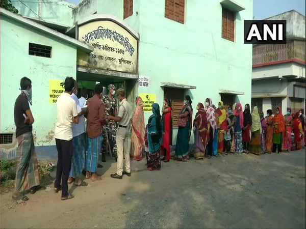 People queue up to cast their votes in Murshidabad on Thursday. [Photo/ANI]