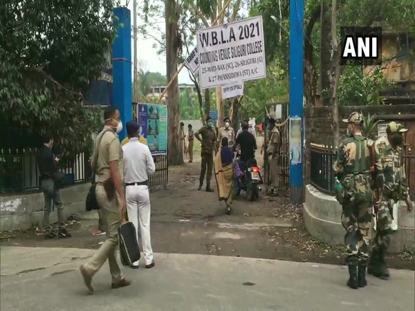 Officials and counting agents arriving at a counting centre at Siliguri College in Siliguri on Sunday. [Photo/ANI]