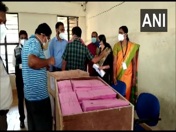 Counting of votes at Memunda counting centre in Kozhikode. (Photo/ANI)