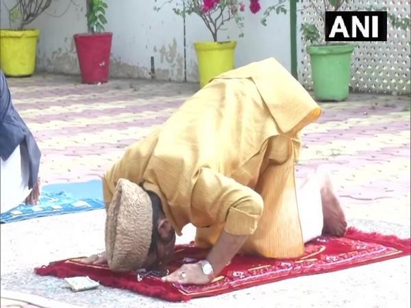 Union Minister Mukhtar Abbas Naqvi offering Eid namaz.