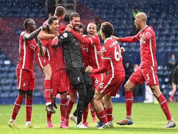 Liverpool celebrate Alisson Becker's goal (Photo/ Alisson Becker Twitter)