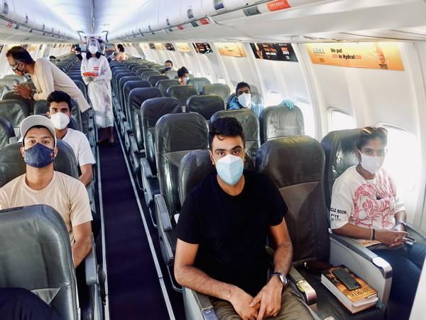 Ashwin, Mithali reach Mumbai (Photo/ BCCI Twitter)