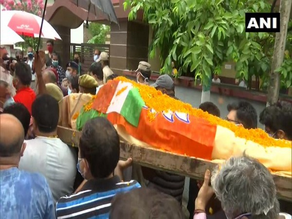 Body of BJP leader Rakesh Pandita being taken for last rites.