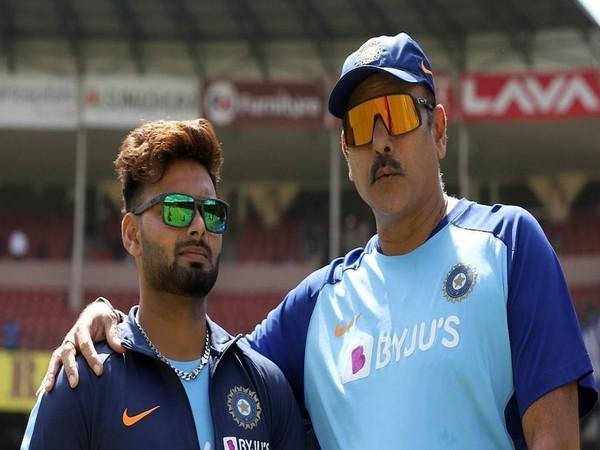 Rishabh Pant with head coach Ravi Shastri (Image: Rishabh Pant twitter)