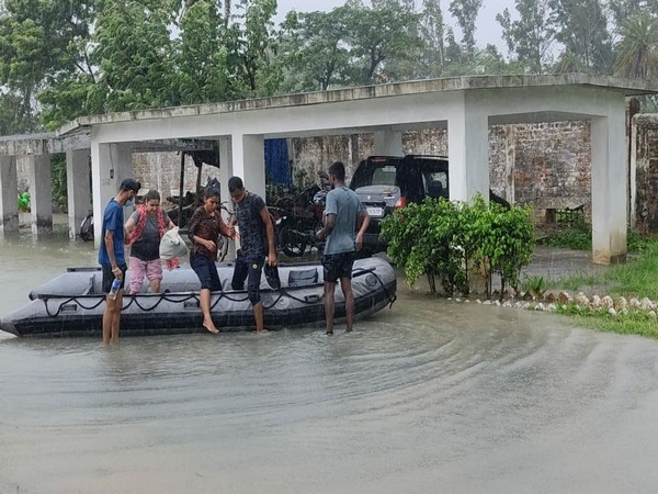 Visuals of Indian Navy undertaking relief operations in West Bengal (ANI)