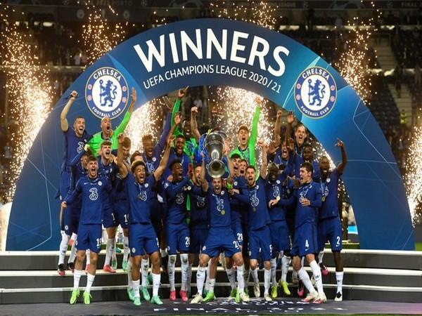 Chelsea celebrating after winning Champions League (Photo/ Cesar Azpilicueta Twitter)