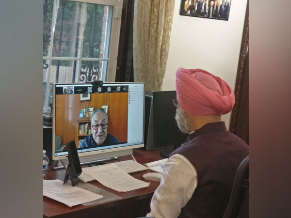 Indian envoy Taranjit Singh Sandhu with US Senate Majority Leader Chuck Schumer (Source: Taranjit Singh Sandhu/Twitter)