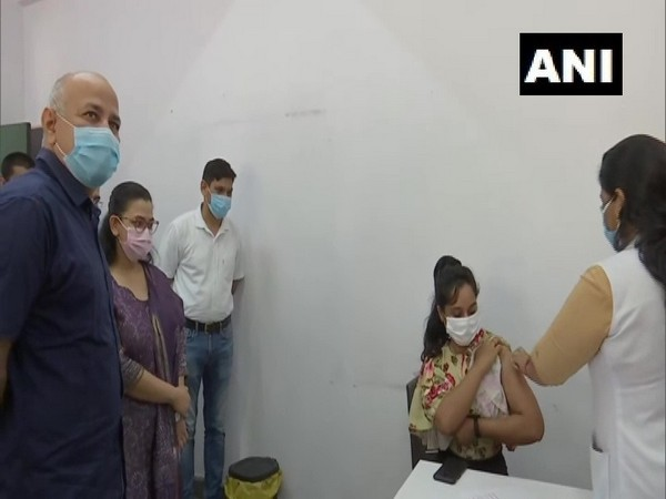 Manish Sisodia during an inspection visit to the dedicated vaccination centre for internatonal travellers launchd in Delhi on Monday. [Photo/ANI]