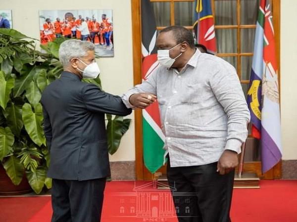 EAM S Jaishankar with Kenya President Uhuru Kenyatta (Credit: S Jaishankar/Twitter)