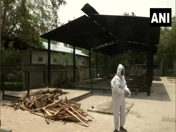 Visuals from East Delhi crematoriam (Photo/ANI)