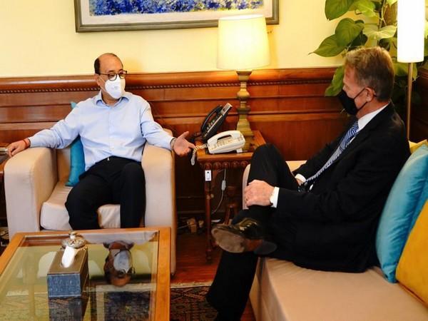 Foreign Secretary Harsh Vardhan Shringla meeting with US acting Ambassador Daniel B Smith. (Photo: MEA Twitter)