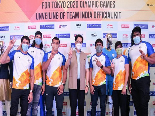 Rijiju and athletes after unveiling India's Olympic uniform (Photo/ Kiren Rijiju Twitter)