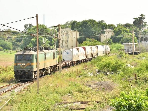 Train carrying liquid medical oxygen (Photo/Twitter)