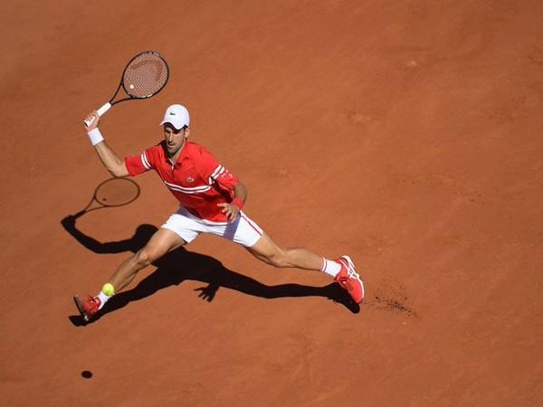 Novak Djokovic in action against Stefanos Tsitsipas (Photo/ Roland Garros Twitter)
