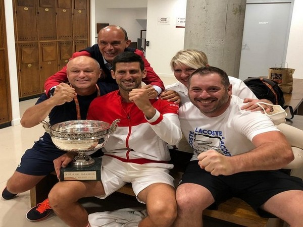 Novak Djokovic with his team after winning the title (Photo: Twitter/Novak Djokovic)
