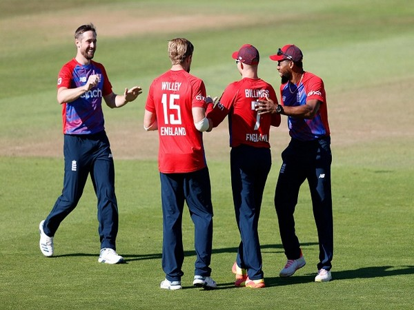 England defeated Sri Lanka by 89 runs in the third T20I to clean sweep T20I series