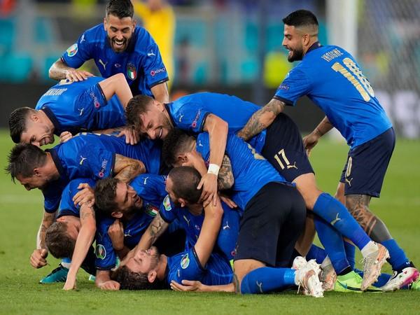 Italy players celebrating after scoring against Switzerland (Photo: Twitter/UEFA Euro)