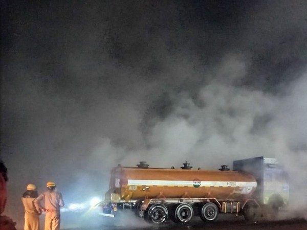 Acid leaked from truck en route Kolkata on NH-16 (Photo/ANI)