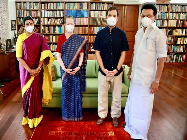 MK Stalin and wife Durgavathy Stalin with Congress interim chief Sonia Gandhi and Rahul Gandhi in New Delhi.