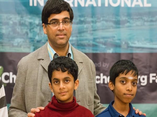 Viswanathan Anand with Nihal Sarin and Praggnanandhaa. (Photo/ Chess.com - India twitter)