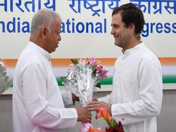 Senior Congress leader Luizinho Faleiro with Rahul Gandhi (Photo/Twitter)