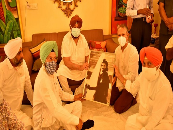 Punjab Chief Minister Captain Amarinder Singh with the family members of Milkha Singh