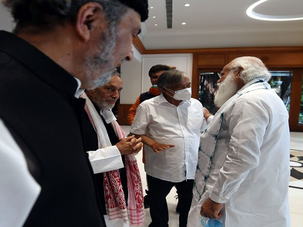 Prime Minister Narendra Modi with leaders from Jammu and Kashmir (photo/ANI)