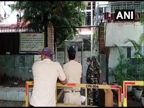 Visuals from outside Anil Deshmukh's residence