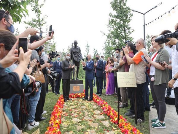 EAM Jaishankar, Georgian counterpart unveil Mahatma Gandhi's statue in Tbilisi Park