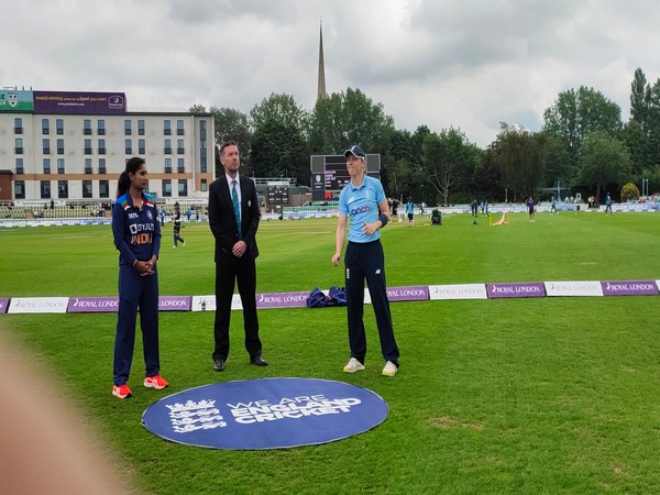 Mithali Raj and Heather Knight during toss in 3rd ODI (Photo/ BCCI Women Twitter)