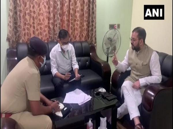 Atif Rasheed meeting Murshidabad SP, on Thursday. [Photo/ANI]