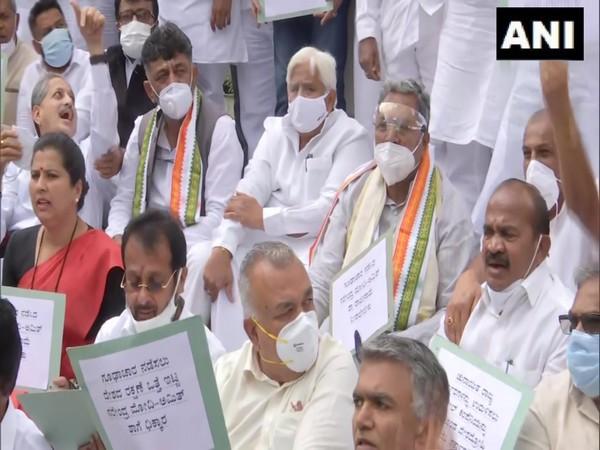 Congress leaders, DK Shivakumar and Siddaramaiah, protest within the premises of Karnataka Vidhana Soudha over Pegasus issue (Photo/ANI)